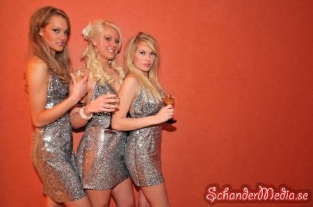 Damer på förfesten
